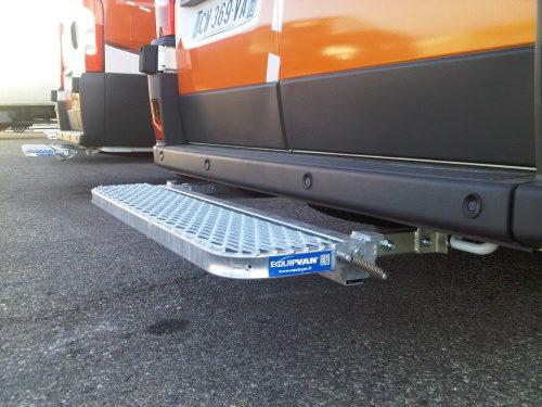 marche pied acier rabattable pour fourgons utilitaires